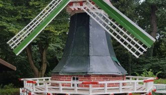 Windmühle am Teich
